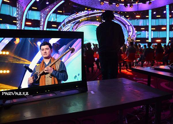 Выступлениегруппы Дервишис песней Абдель Кадыр в музыкальном шоу Добрый вечер, Казахстан!